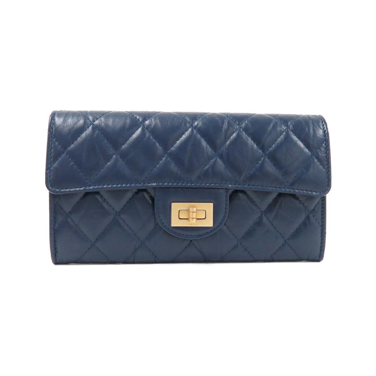 ネイビーのシャネルの長財布