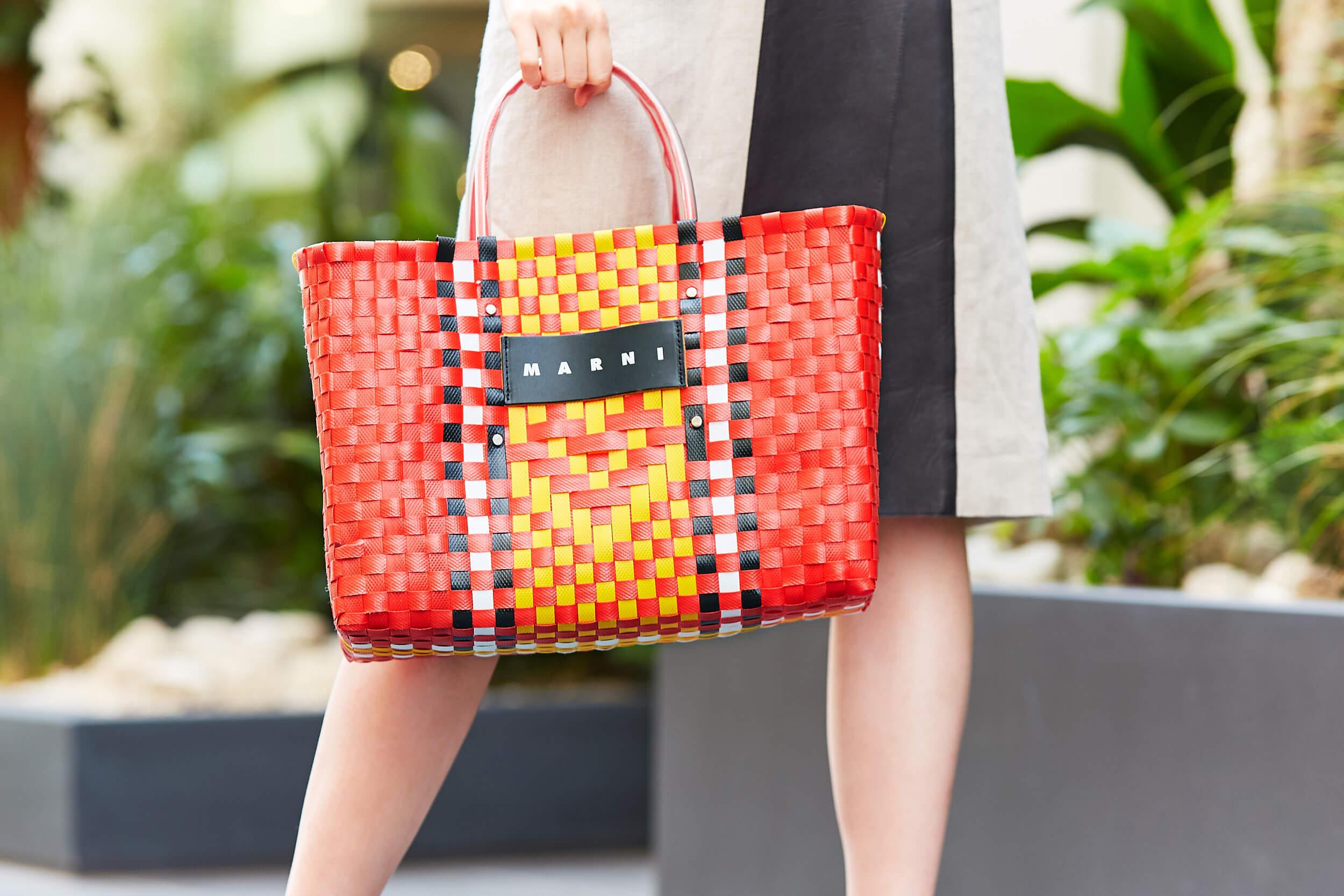 マーニのビタミンカラーのバッグ