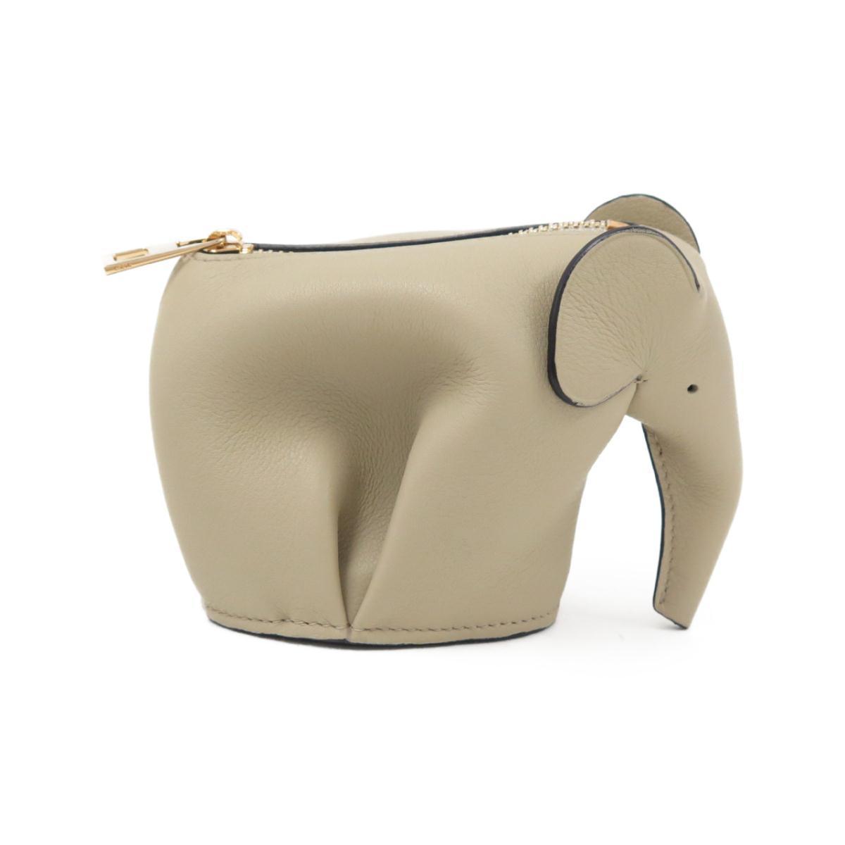 ベージュのロエベの象のキーホルダー