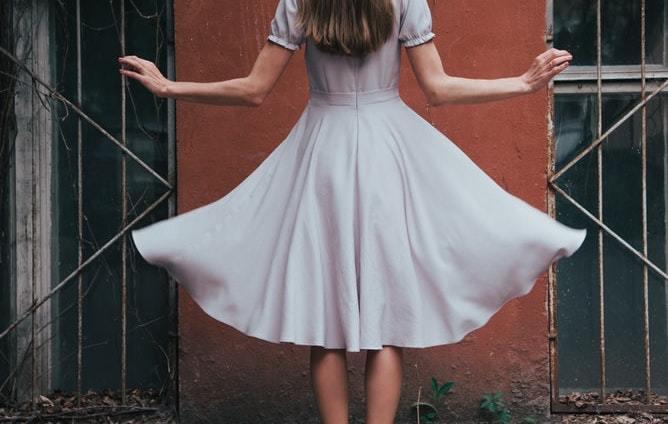 ヴィンテージファッションの魅力と海外コーデ13選