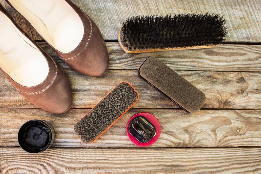 スエード靴とお手入れ道具