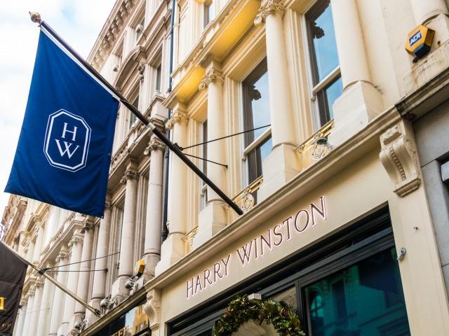 ハリーウィンストンの店舗の外装と旗
