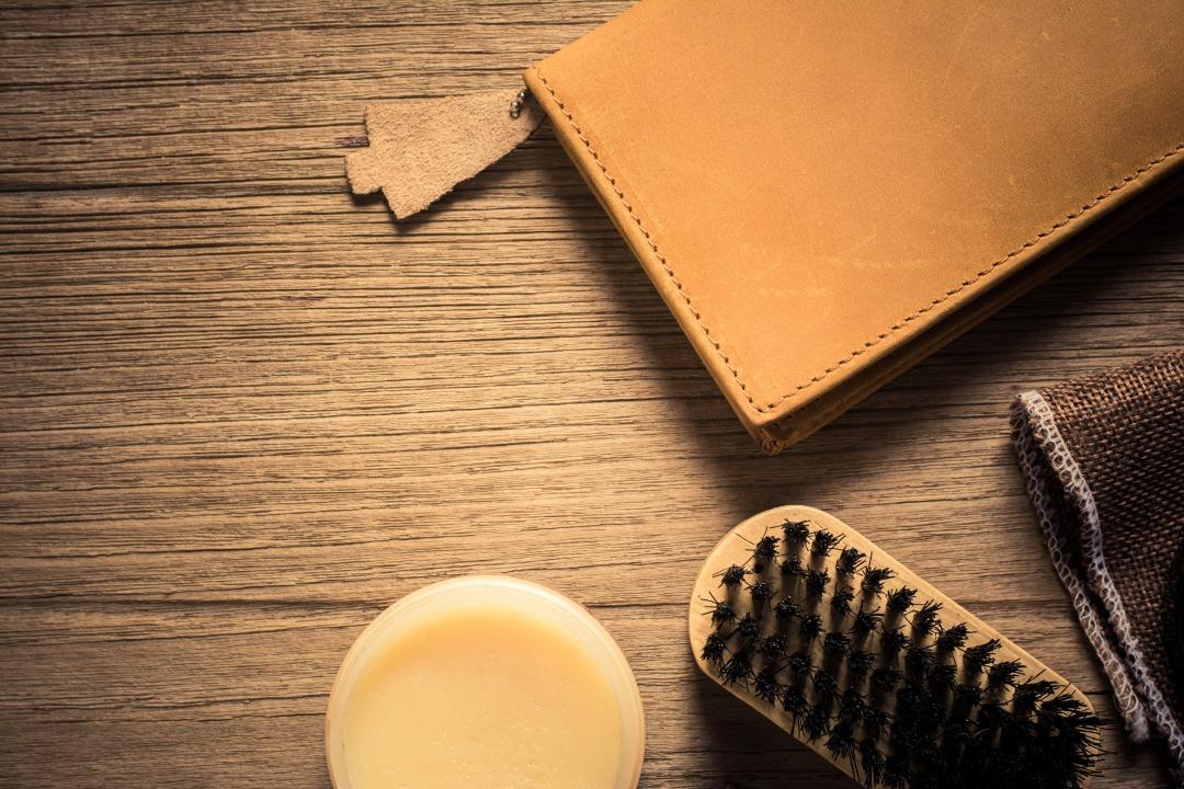 財布とお手入れ道具