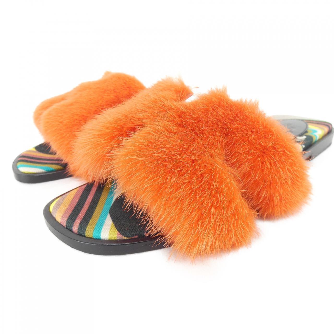 オレンジファーのエルメスのサンダル
