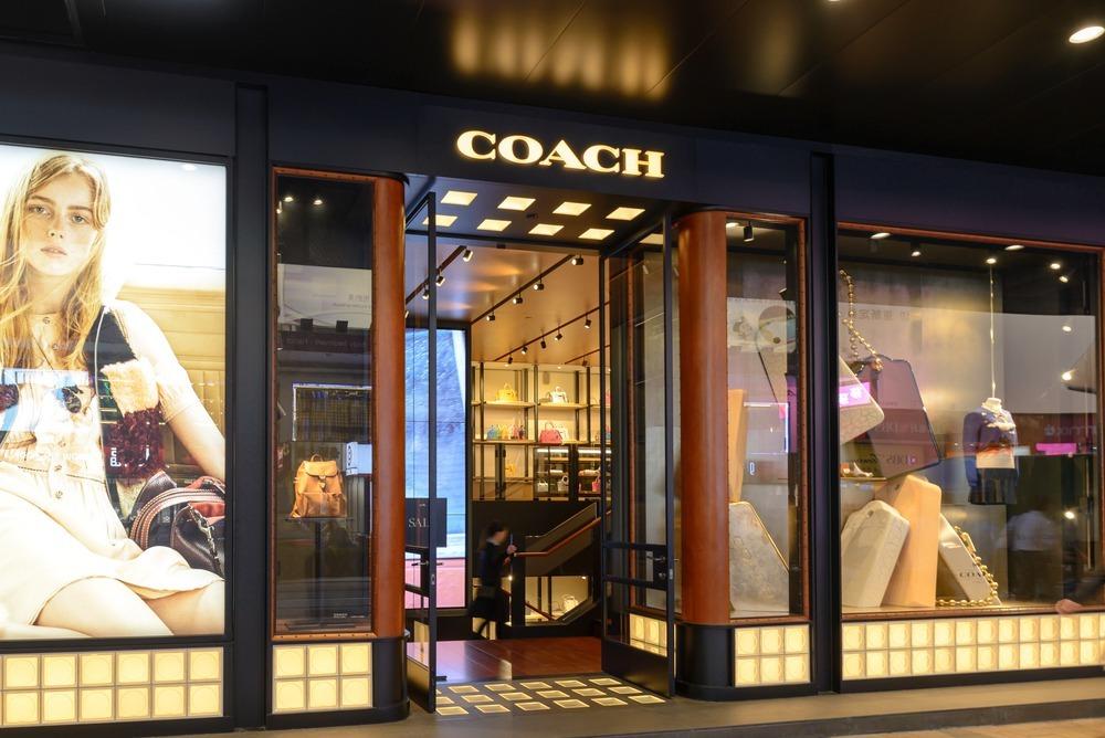 コーチの店舗外観