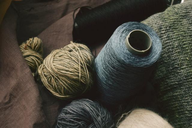 落ち着いた色の毛糸マテリアル