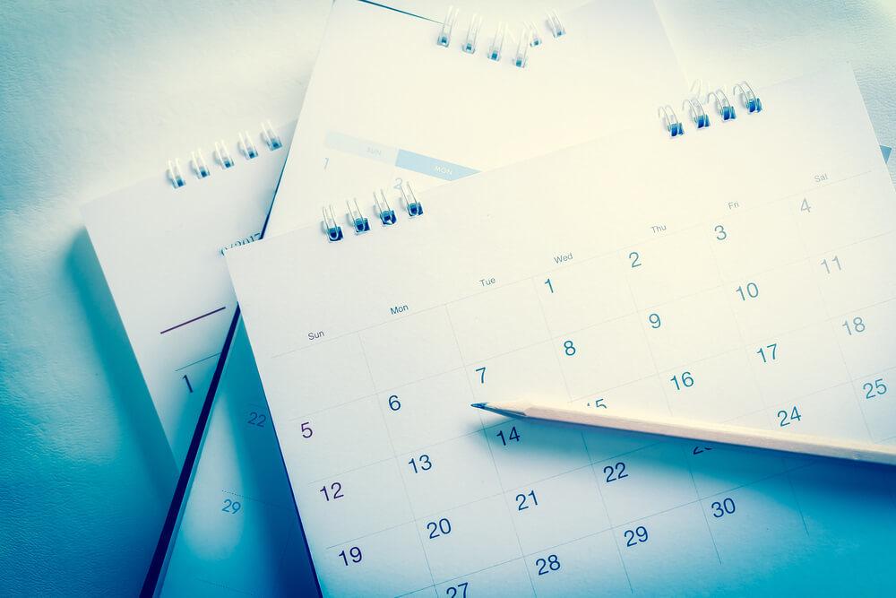 カレンダーと鉛筆