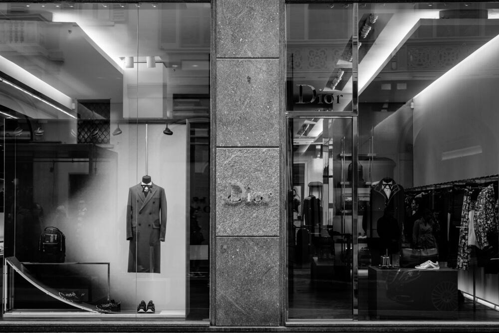 Diorモノクロの店頭イメージ